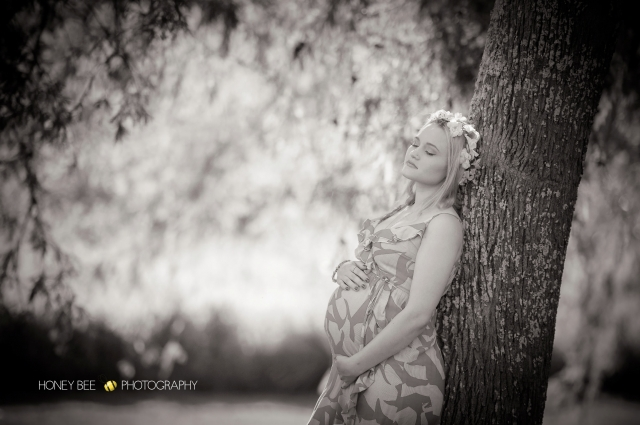Brisbane Wedding, Maternity, Newborn, CHildren and Family Photographer, outdoors, flowers, golden light, baby bump